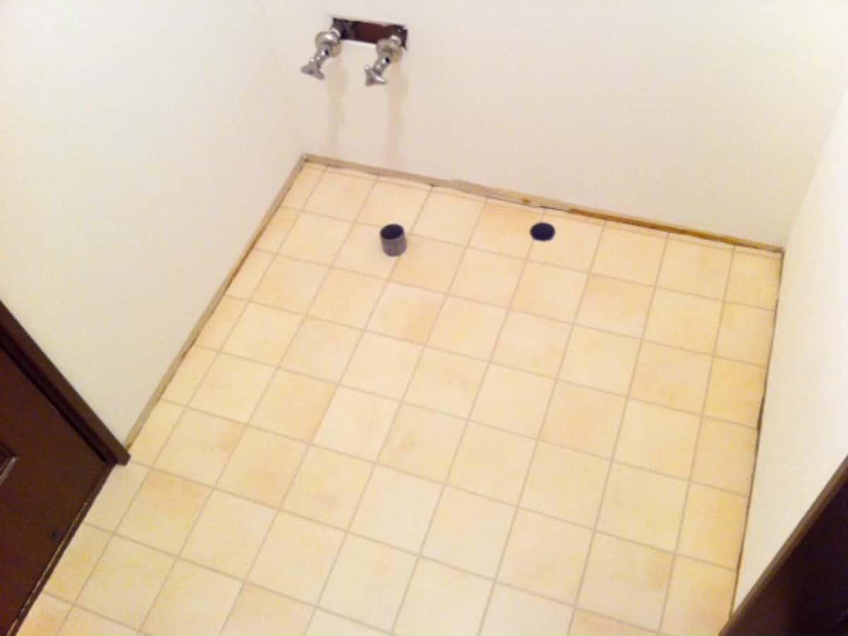巾木を取り付ける前の洗面所の床