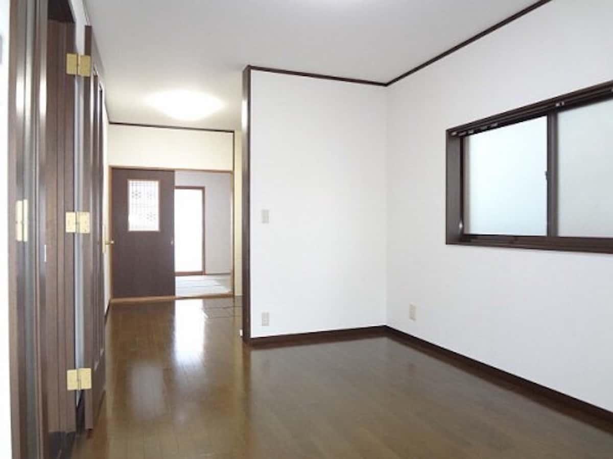壁紙張り替えリフォームしたあとのリビングの部屋の様子