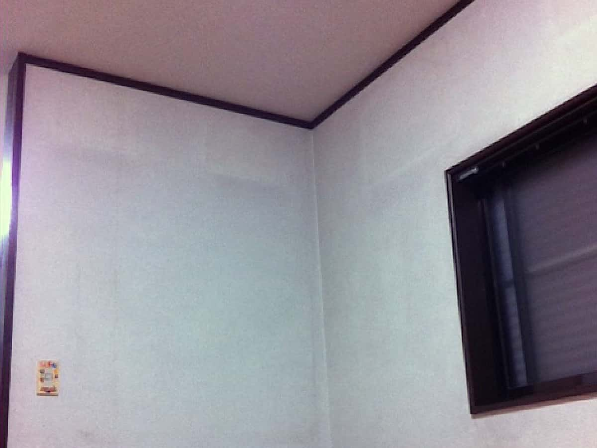 壁紙張り替えリフォームする前のリビングの部屋の様子