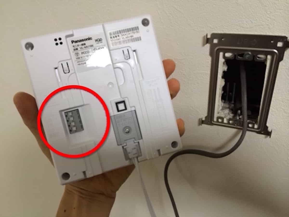 インターホンの室内モニターの配線接続箇所