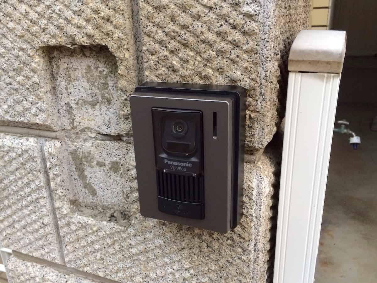 DIYで交換したあとの新しいカメラモニター付きインターホン(パナソニックのドアホン・テレビモニターホン)