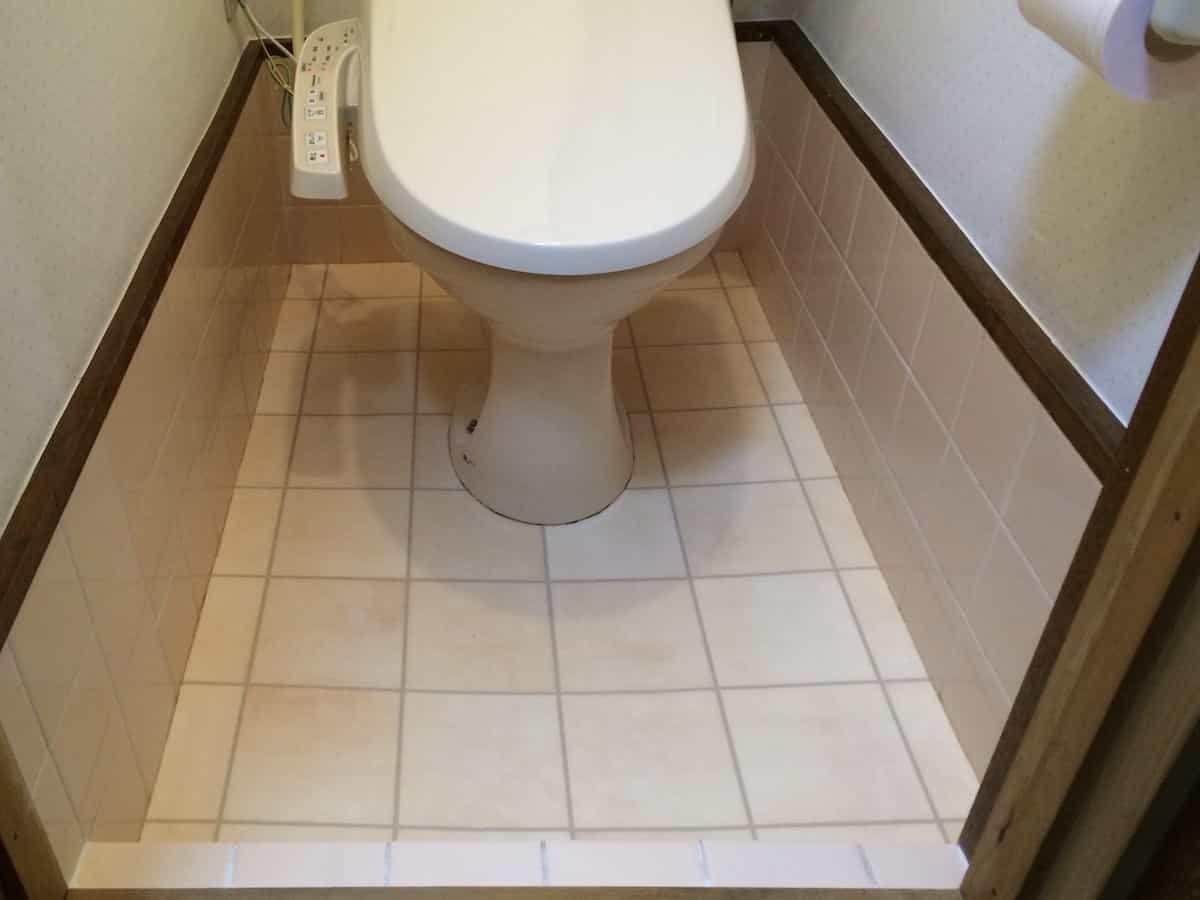 クッションフロア(cf・床シート)を貼ったあとのトイレのタイル床