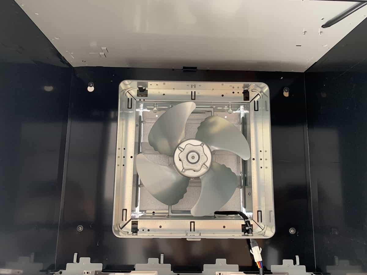 換気扇のプロペラの固定完了