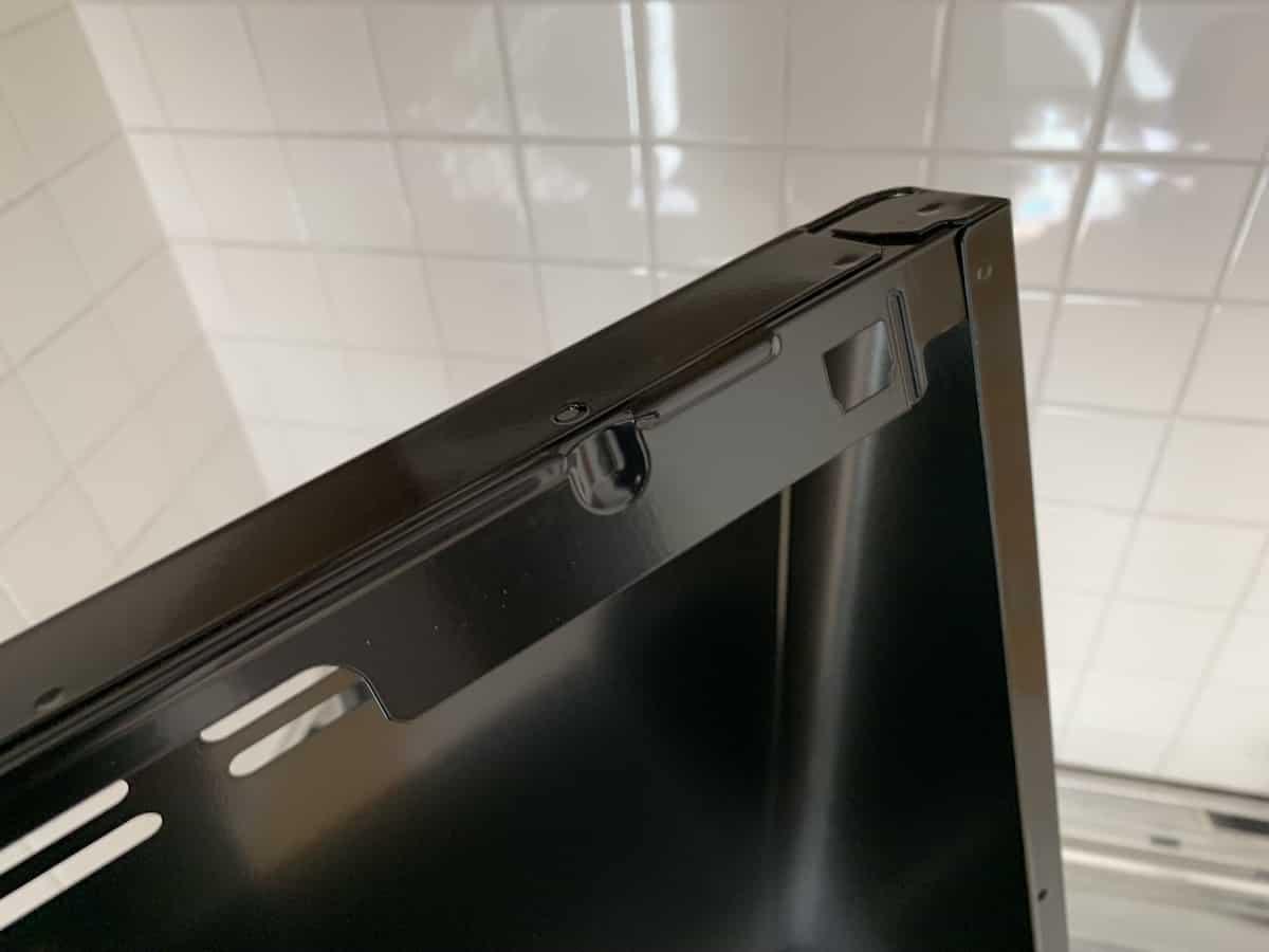 レンジフード前面カバー側の穴