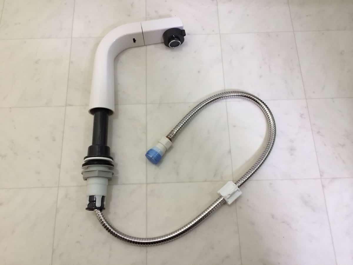 洗面化粧台のシャワー付きシングルレバー混合栓