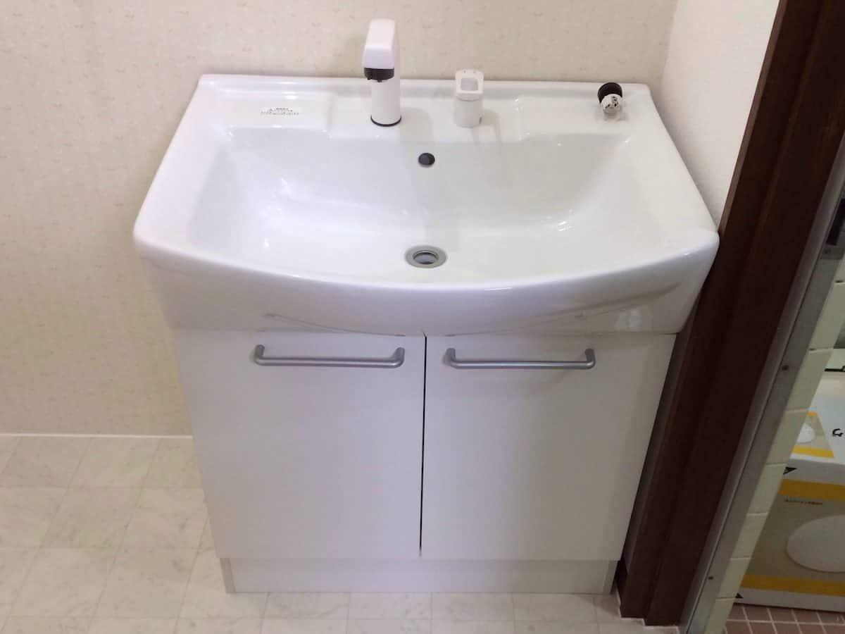 洗面台の取り付けが完了