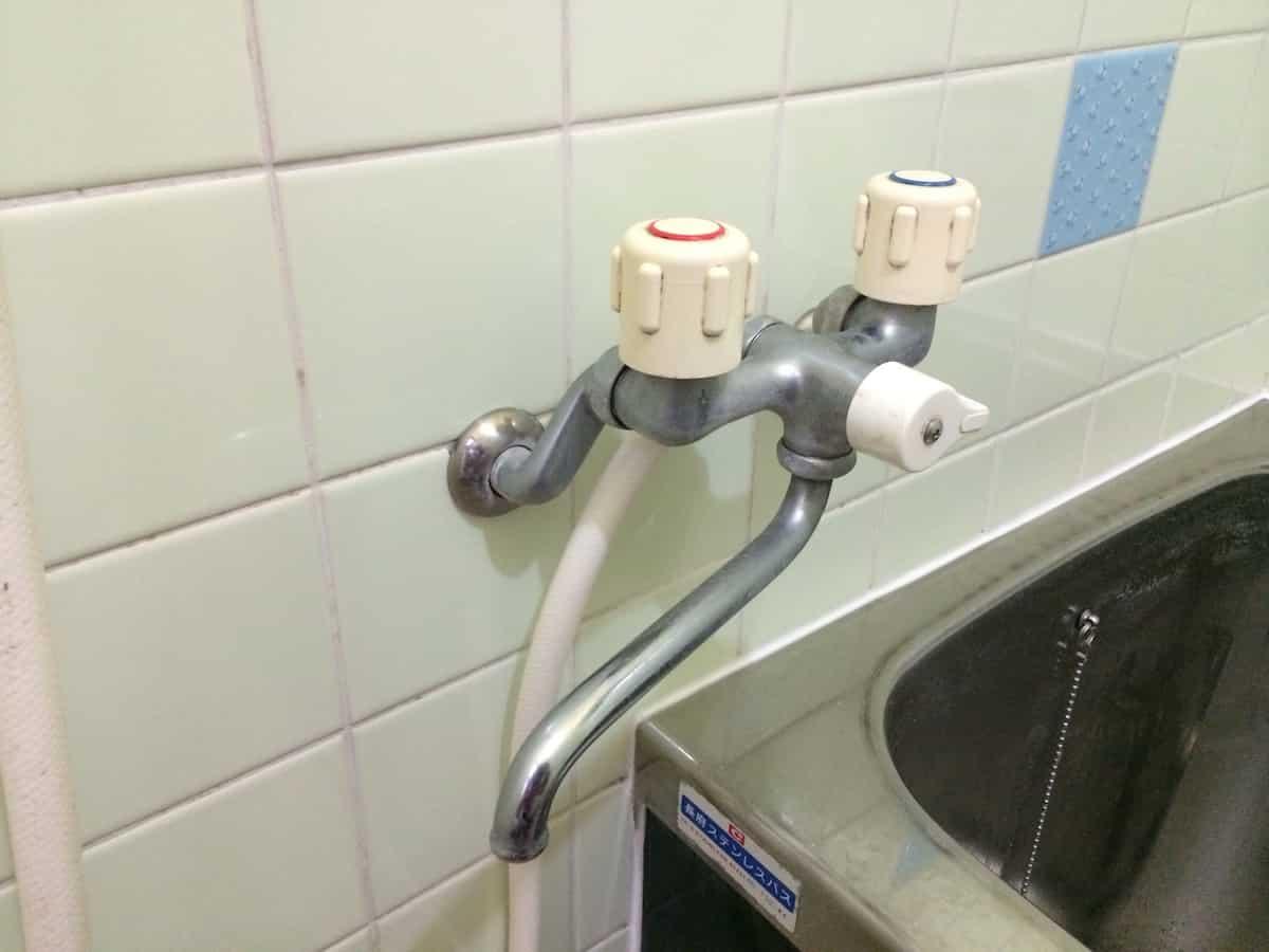交換前の2バルブタイプのシャワー水栓