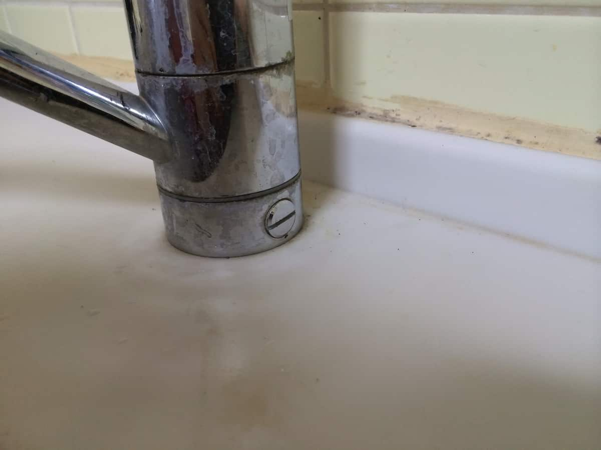 古いシングルワンホール混合栓の固定ネジ