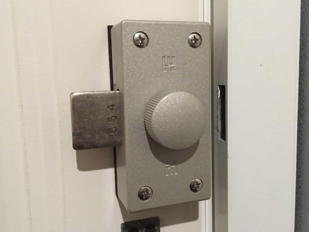 自分で交換したあとの玄関扉の補助錠(WEST-554 NDR)