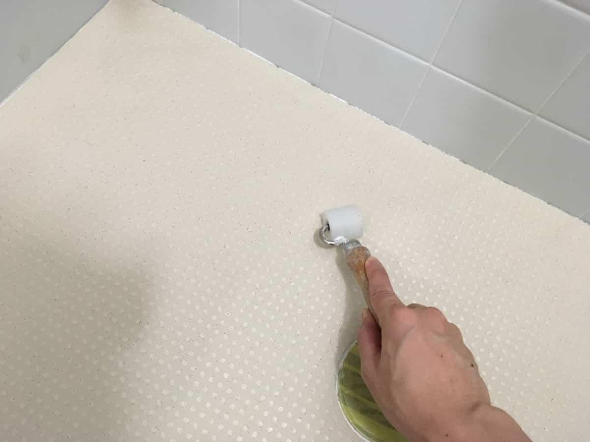 ペディシートの圧着は中央から壁に向かって作業する
