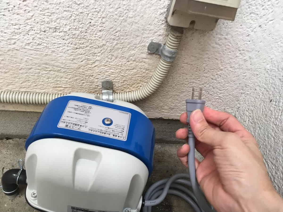 新しい浄化槽ブロアの電源を入れる