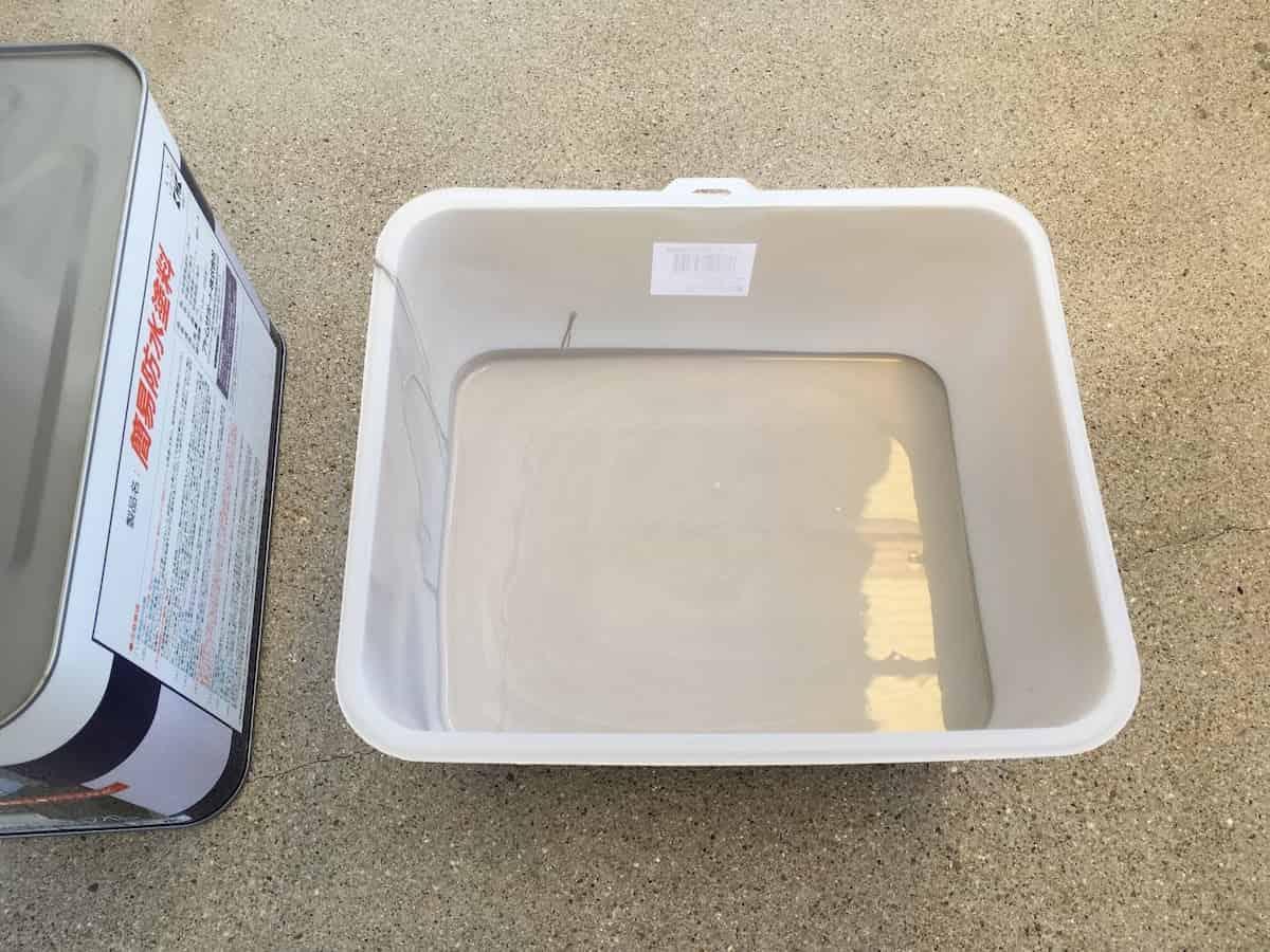 アトムハウスペイントの簡易防水塗料(グレー)