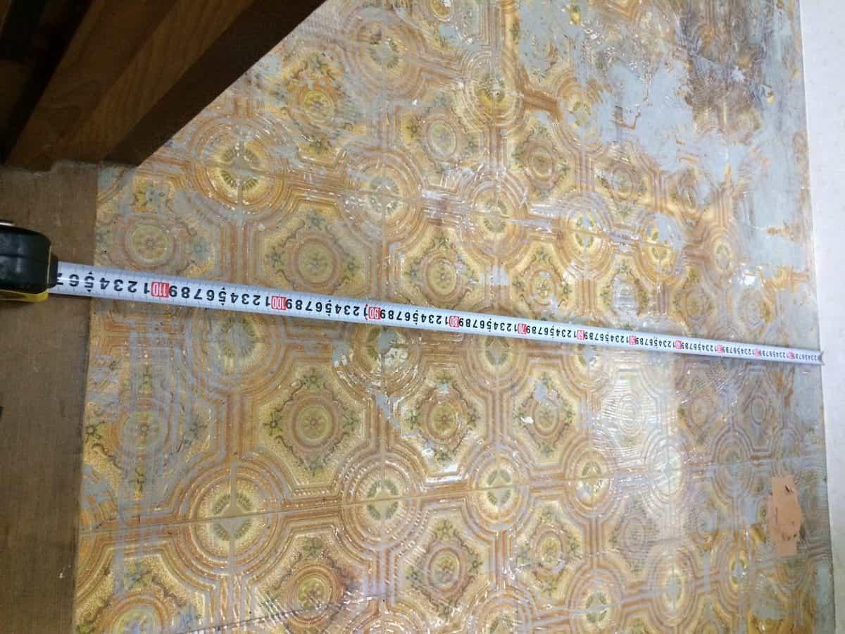 クッションフロアを貼るために洗面所(脱衣場)の床の寸法を測る