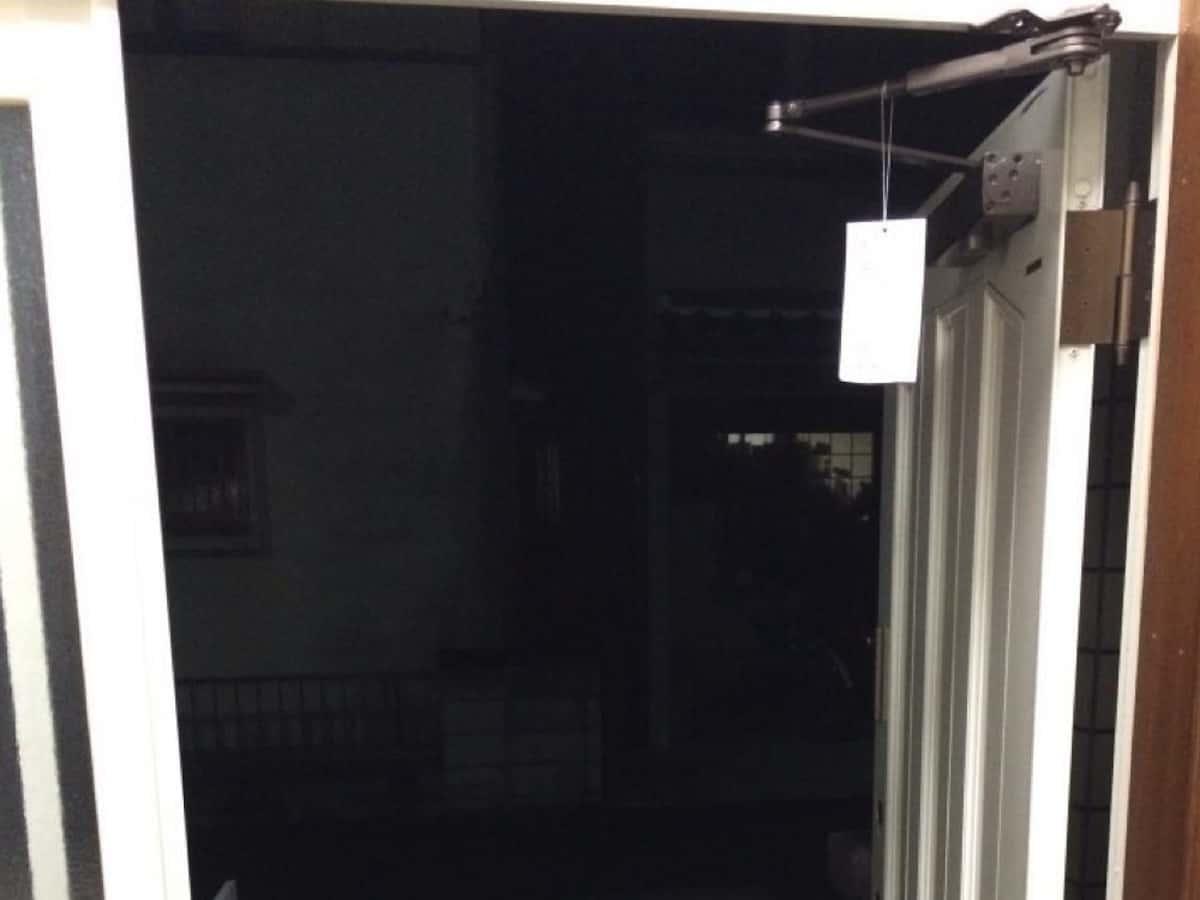 リョービ取替用ドアクローザーの指定の位置でのドア停止機能