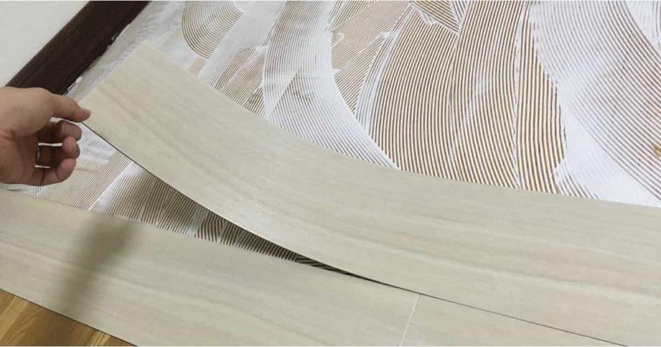 フロアタイルの貼り方|東リのプリントタイル「ロイヤルウッド」を自分で貼って床をリメイク!リフォーム手順・必要工具・施工費用まとめ