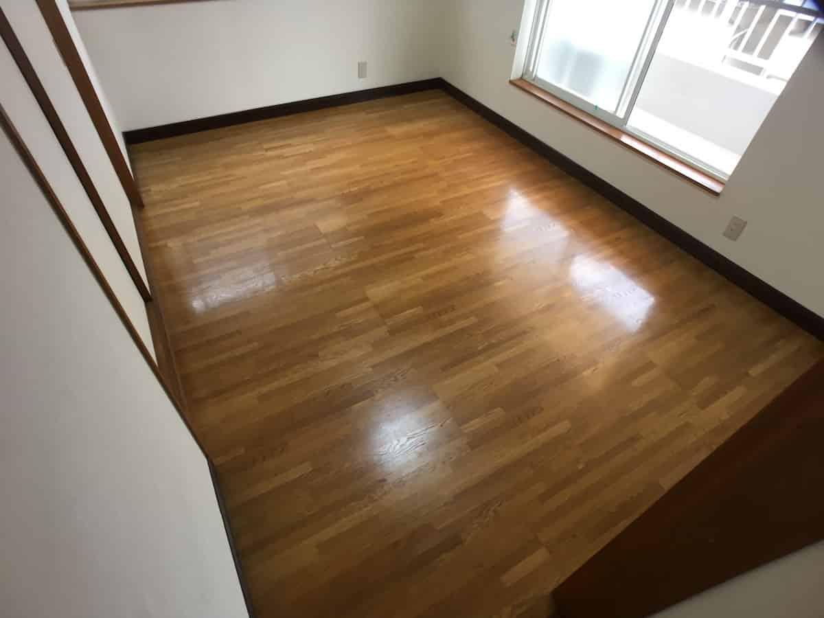 東リのロイヤルウッドのフロアタイル(塩ビタイル・プリントタイル)を貼る前の洋室のフローリング床