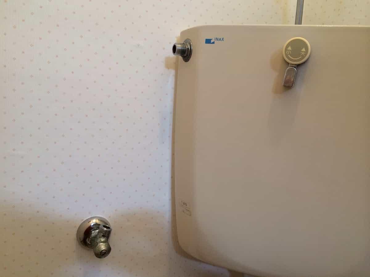トイレタンクの水道管を分解したあとの様子