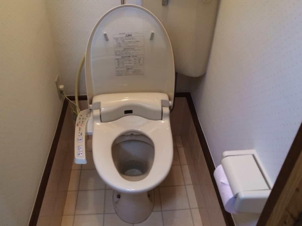 温水洗浄便座(ウォシュレット・シャワートイレ)に交換したあとのトイレの様子