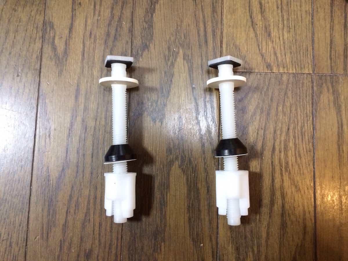 温水洗浄便座の便座固定用部品