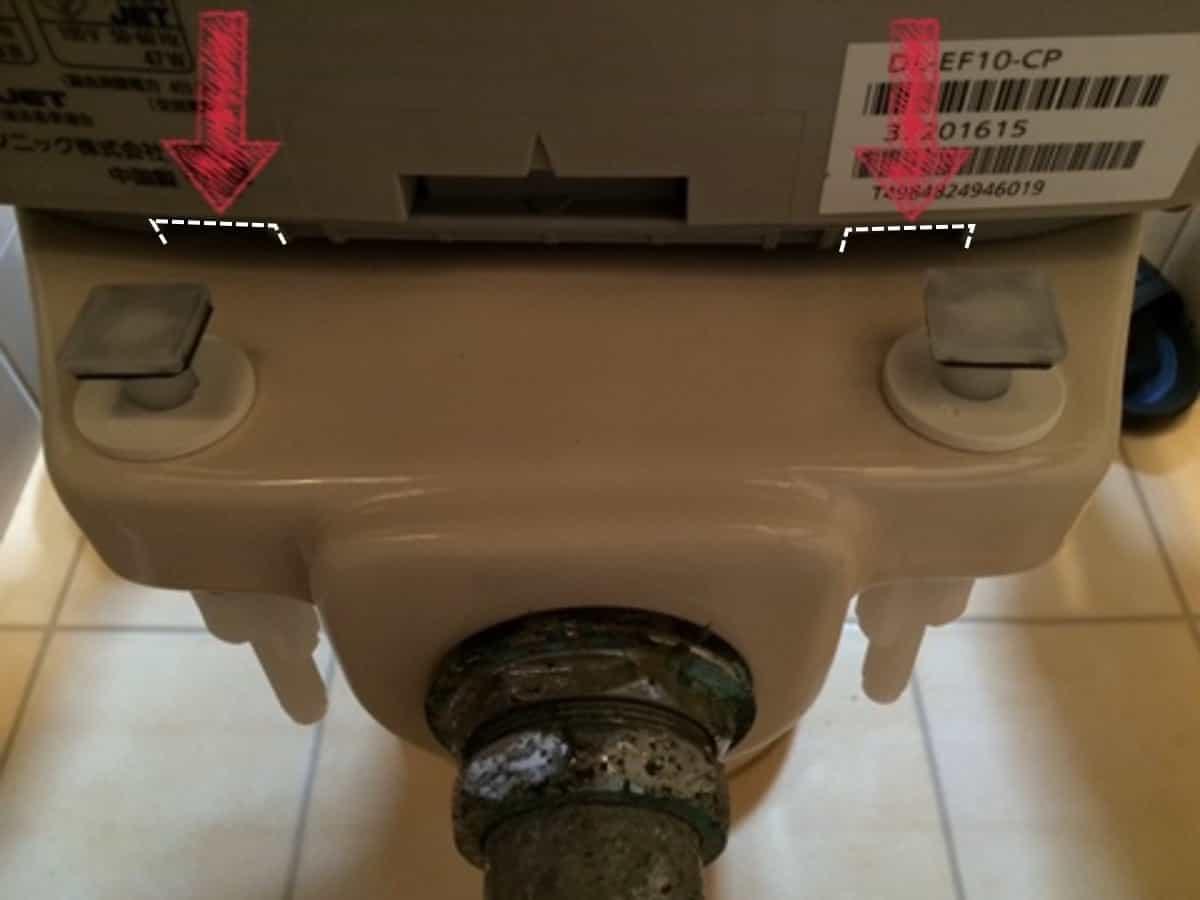 温水洗浄便座を便器固定用部品に取り付ける