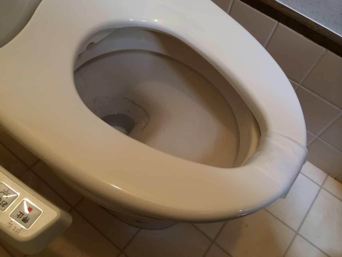 温水洗浄便座を前後調整する