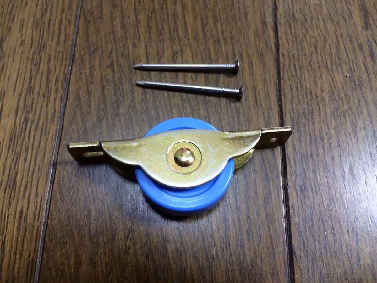 引き戸(戸ぶすま)の新しい戸車(車輪・コマ・ローラー・コロ)