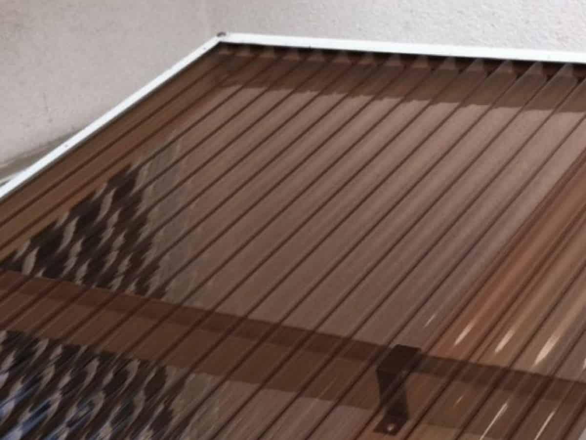 新しく購入したカーポートの屋根の交換に使うポリカ波板(鉄板小波)