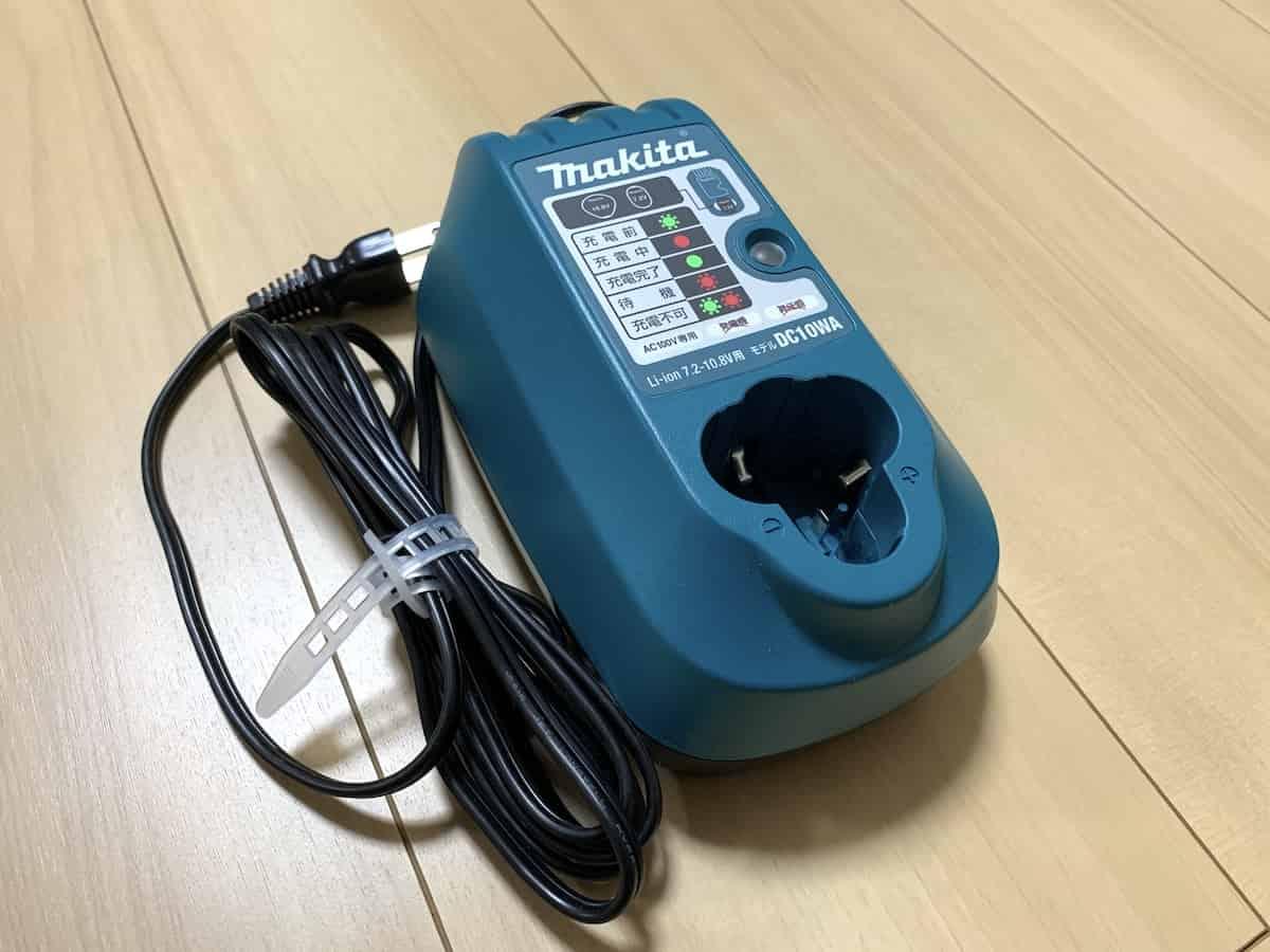マキタの10.8VインパクトドライバーTD090DWSPWの10.8Vバッテリー専用充電器