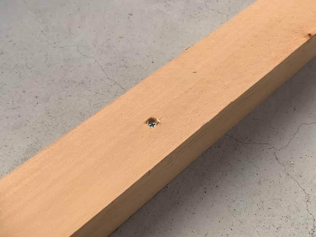 マキタ10.8VインパクトドライバーTD090Dでネジ締めするとネジが木材にめり込む