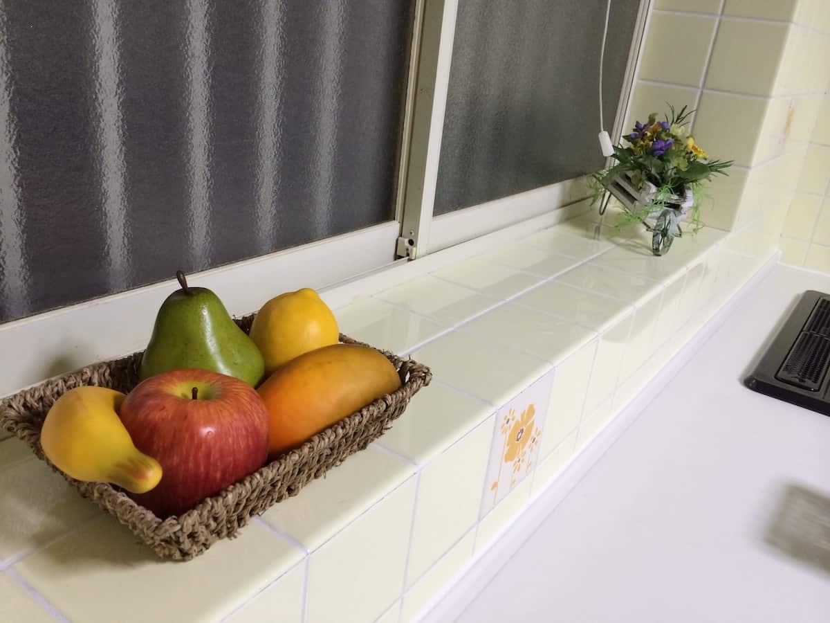 キッチンに置いた造花