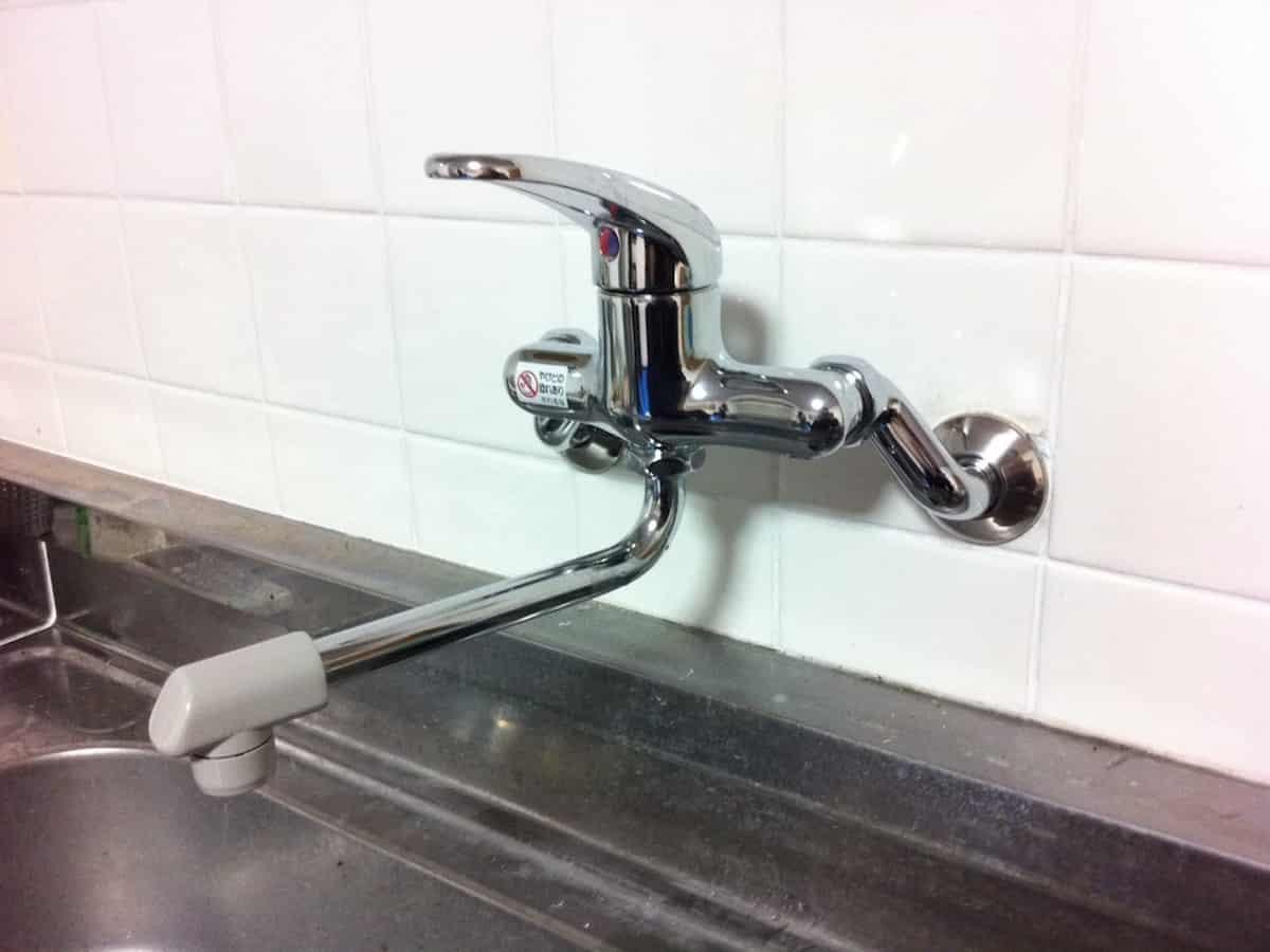 壁付けタイプのシングルレバー混合栓
