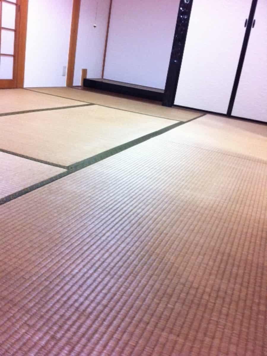 畳表替え前の畳表面