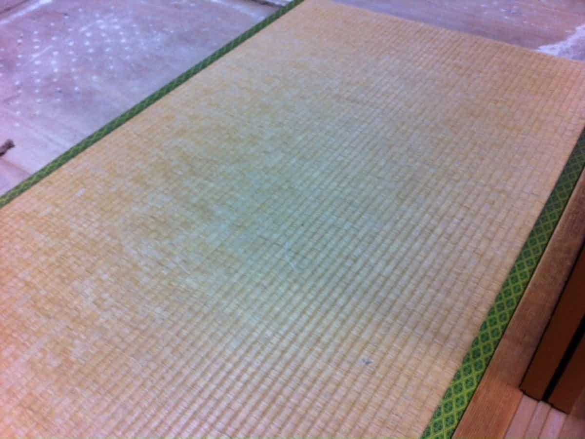 畳表替え前の畳