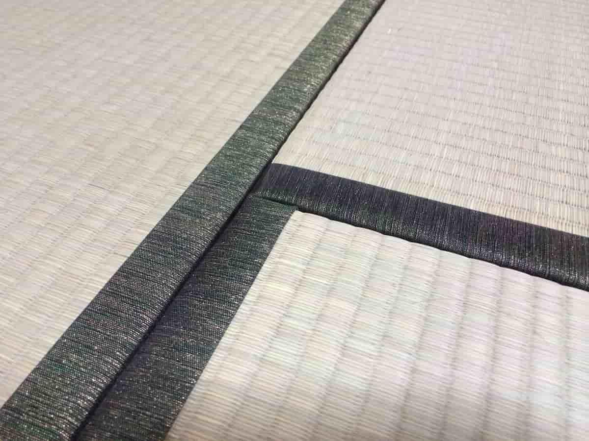 きれいな深緑の畳の縁