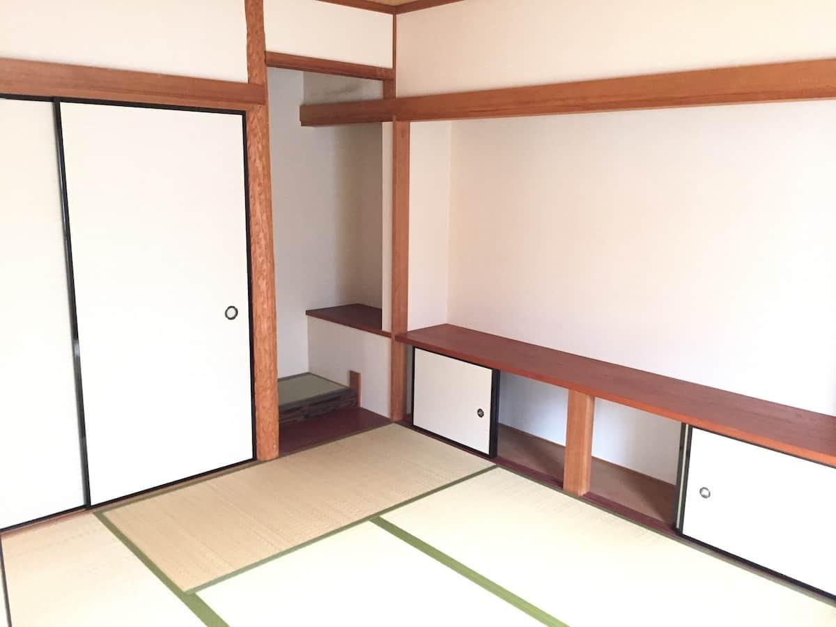 畳表替えするまえの和室の様子
