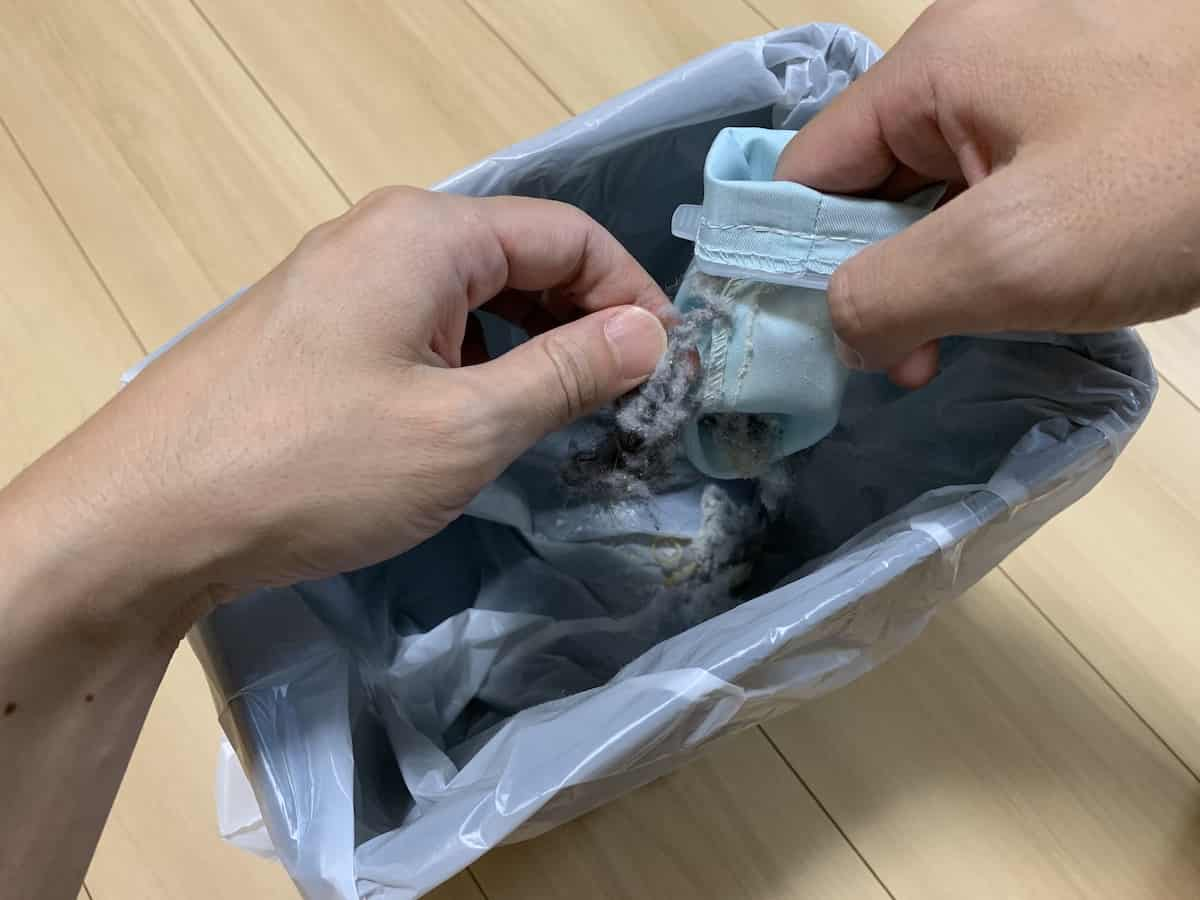 縫製部に絡んだゴミ