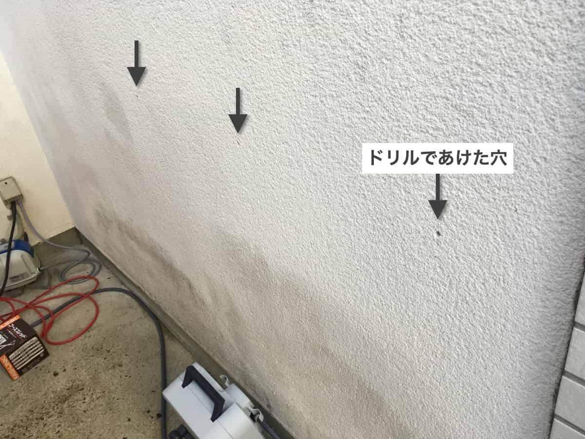 外壁から内部にシロアリ駆除の薬剤注入