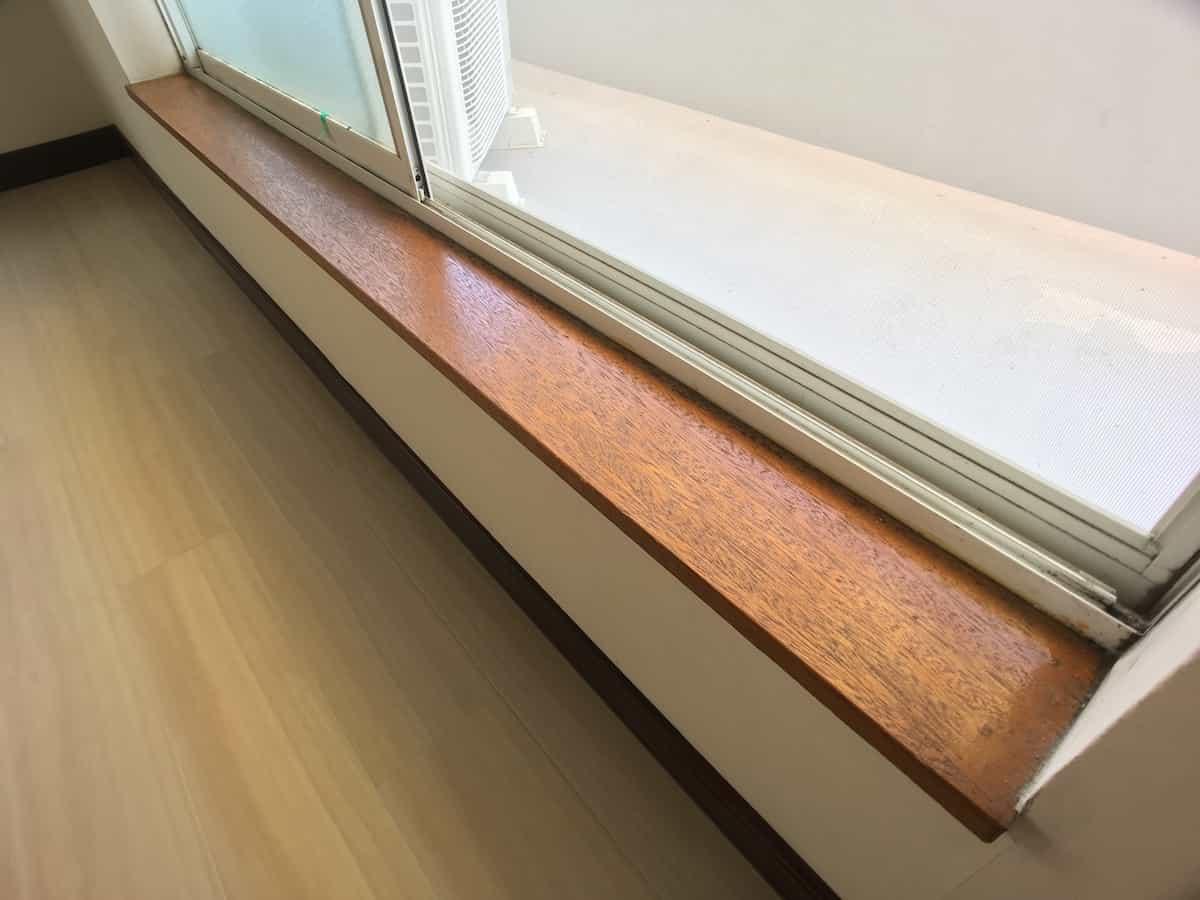 水性ペンキを塗る前の窓枠木部