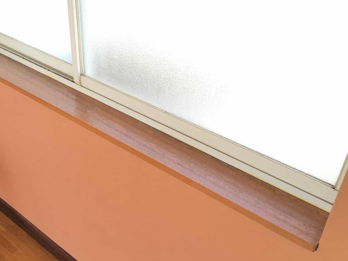 ペンキ塗装前の窓枠の木枠