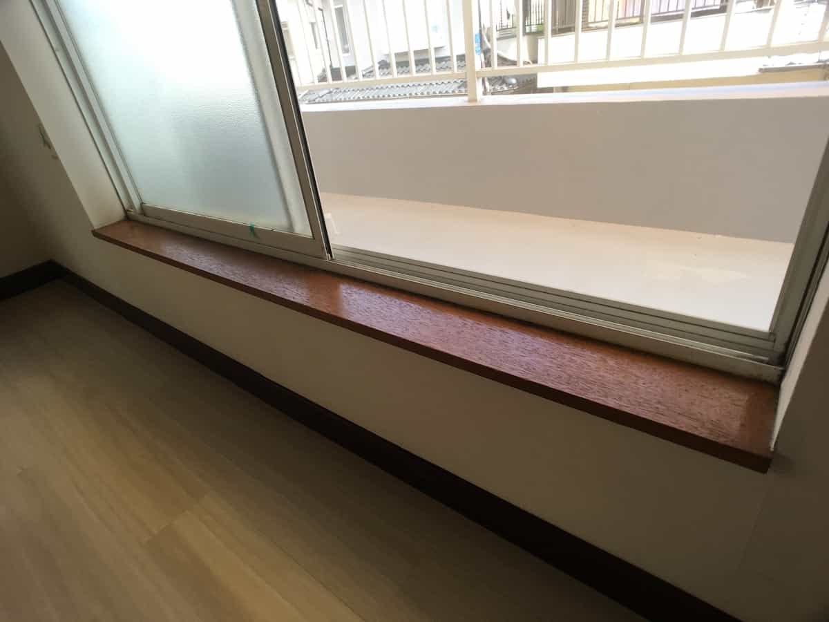 ペンキ塗装前の窓枠の木部